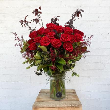 L`Amour Rose arrangement in glass vase
