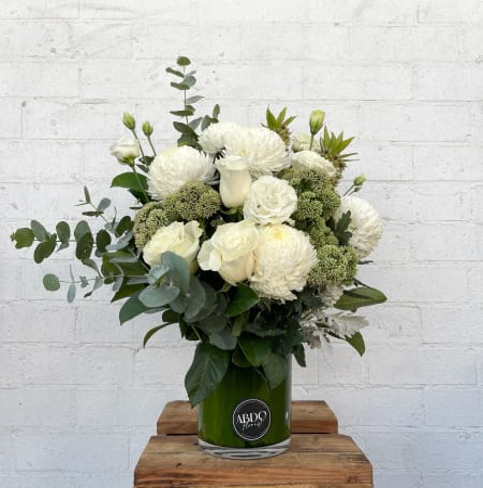Classic Short Vase Arrangment